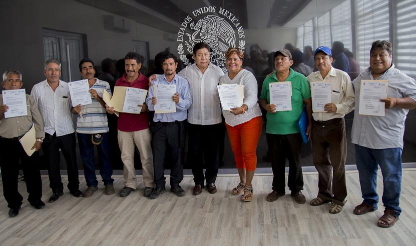 Rodolfo León Aragón y cabildo reconocen  9 asentamientos humanos como colonias en Salina Cruz   El Imparcial de Oaxaca
