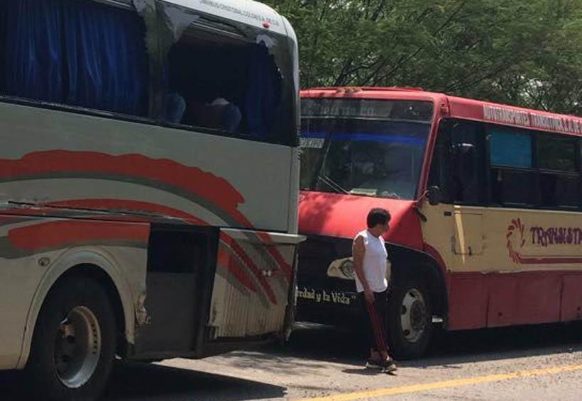 Tráiler impacta  dos autobuses en el Istmo | El Imparcial de Oaxaca
