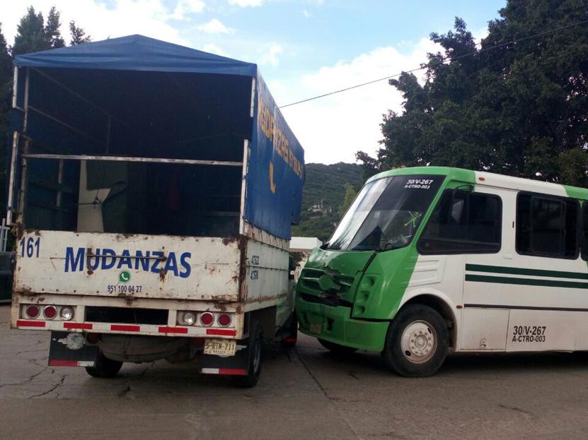Aparatoso choque en carretera al Rosario | El Imparcial de Oaxaca