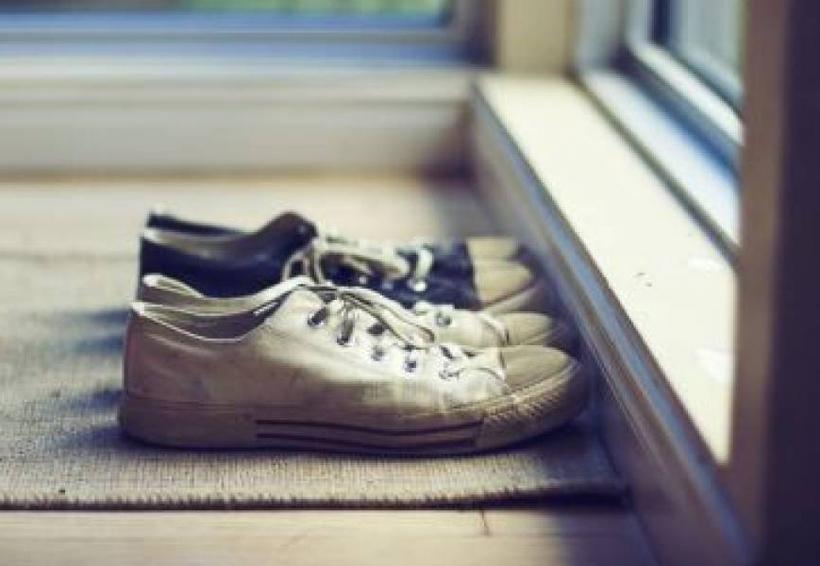 ¿Por qué sacarse los zapatos al llegar a casa es bueno para la salud? | El Imparcial de Oaxaca