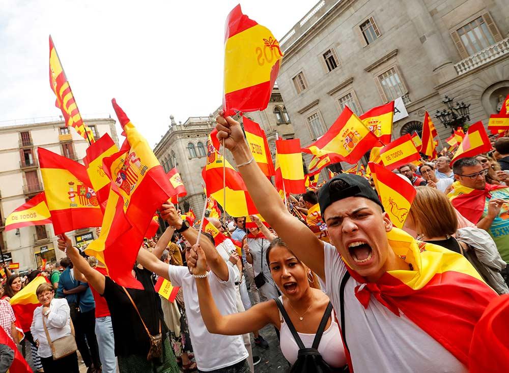 Marchan miles en España contra consulta separatista de Cataluña | El Imparcial de Oaxaca