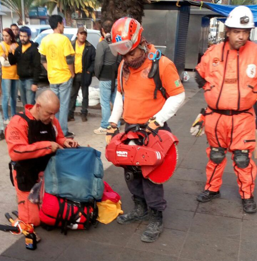 Regresa grupo rescatista oaxaqueño de la Ciudad de México