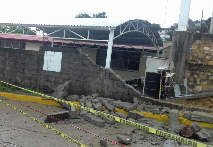 Colapsa barda de primaria en Salina Cruz, Oaxaca | El Imparcial de Oaxaca