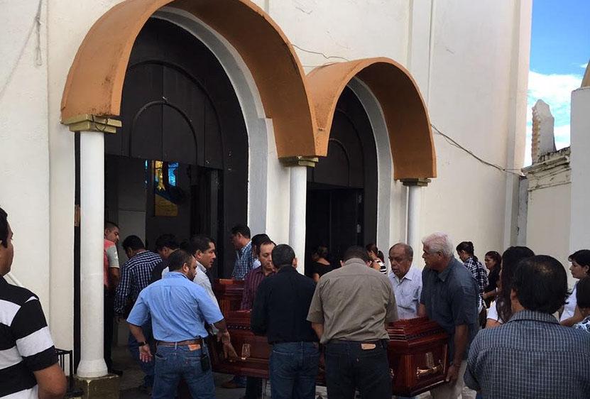 En Pinotepa, Oaxaca, sepultan a hermanos que perdieron la vida por sismo en la CDMX | El Imparcial de Oaxaca