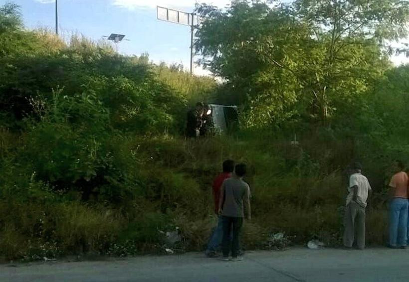 Cae en un barranco por conducir a exceso de velocidad en Salina Cruz, Oaxaca | El Imparcial de Oaxaca