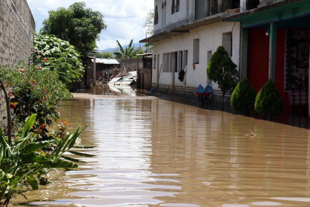 Mantienen auxilio a familias afectadas por las inundaciones en Oaxaca | El Imparcial de Oaxaca