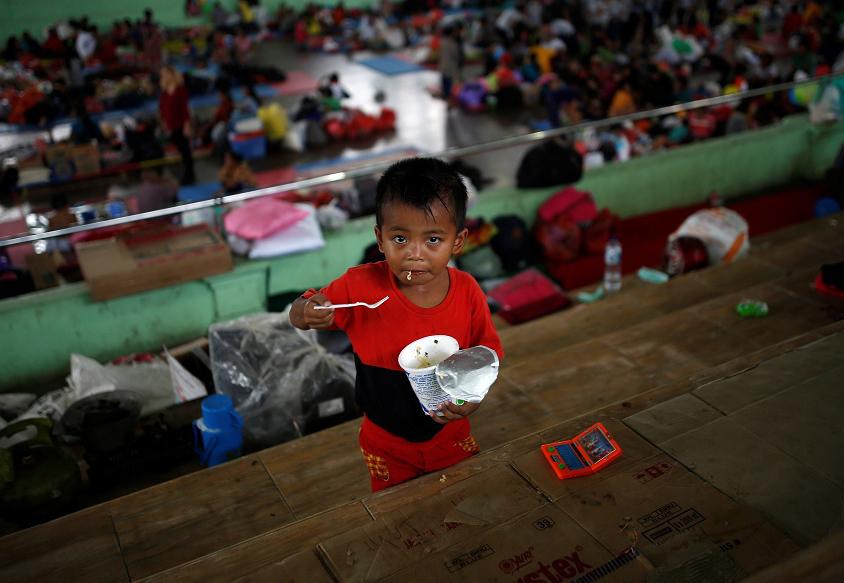 Al menos 34 mil personas huyen de sus viviendas por temor a la erupción de volcán Agung en Bali en la Indonesia | El Imparcial de Oaxaca