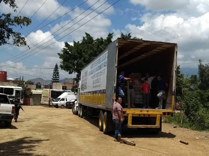Moviliza a vecinos tráiler con víveres en Oaxaca | El Imparcial de Oaxaca
