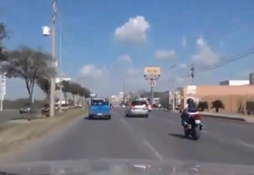 Video: Motociclista a exceso de velocidad, arrolla y mata a peatón   El Imparcial de Oaxaca
