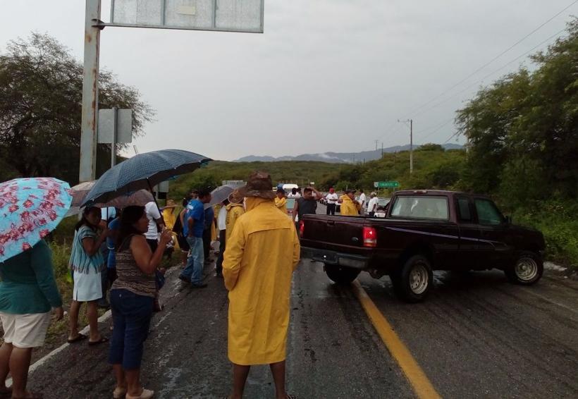 Bloquean carretera  en Tequisistlán | El Imparcial de Oaxaca