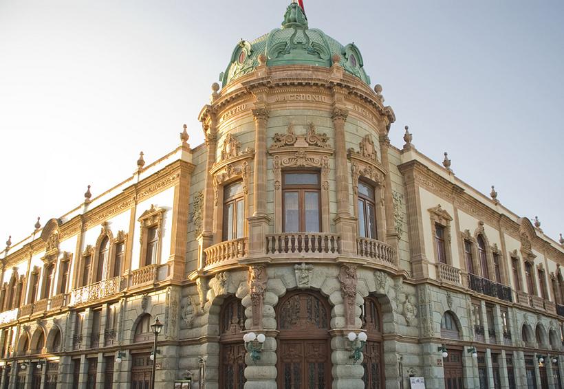 Inicia mantenimiento del teatro Macedonio Alcalá