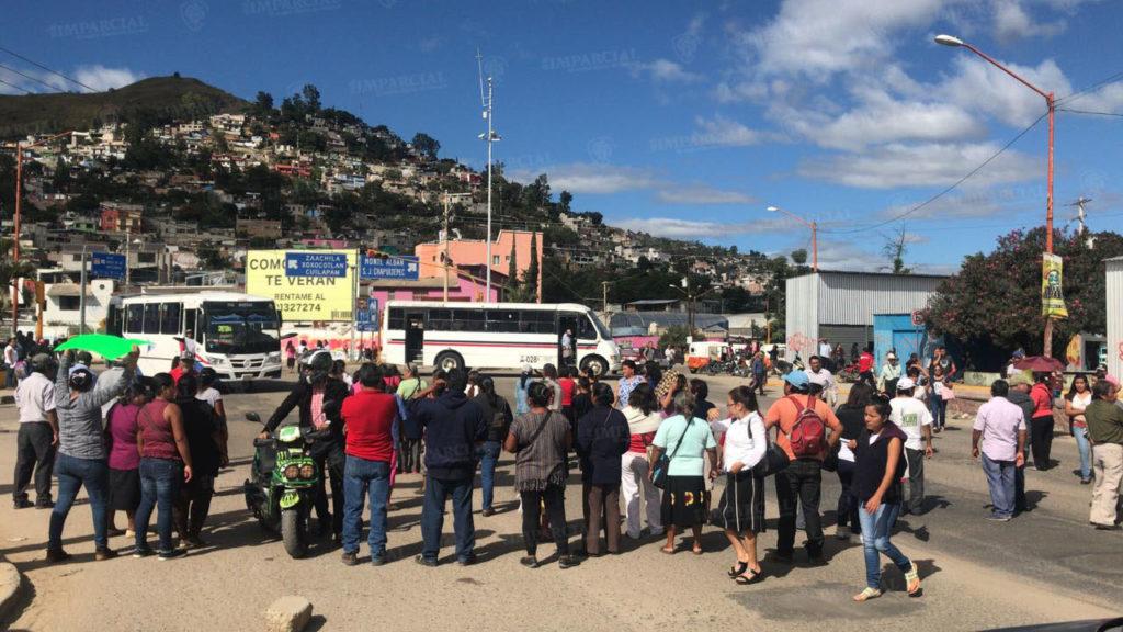 Colonos de San Juan Chapultepec toman centro de Salud y bloquean puente IV Centenario | El Imparcial de Oaxaca