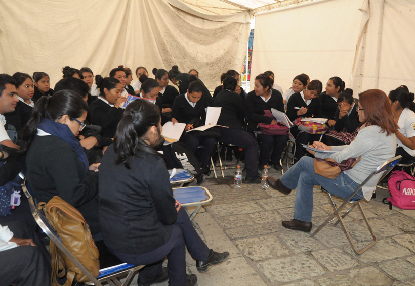 Estudiantes de Enfermería en Oaxaca regresan a clases en la calle | El Imparcial de Oaxaca