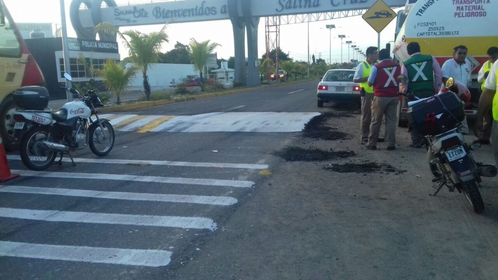 Derrapa motorista de la Coca en Salina Cruz, Oaxaca | El Imparcial de Oaxaca
