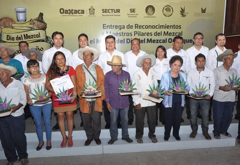 Galardonan a maestros mezcaleros de Oaxaca | El Imparcial de Oaxaca