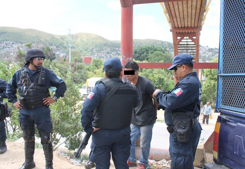 """""""No me robé nada  hoy, fue ayer""""; camioneros ponen a temblar a sospechoso de robo   El Imparcial de Oaxaca"""