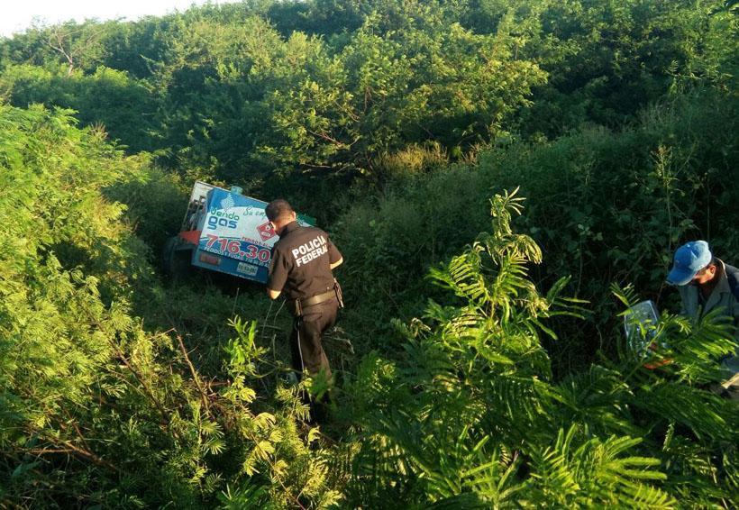 Vuelca camión en el Istmo al ir a exceso de velocidad | El Imparcial de Oaxaca