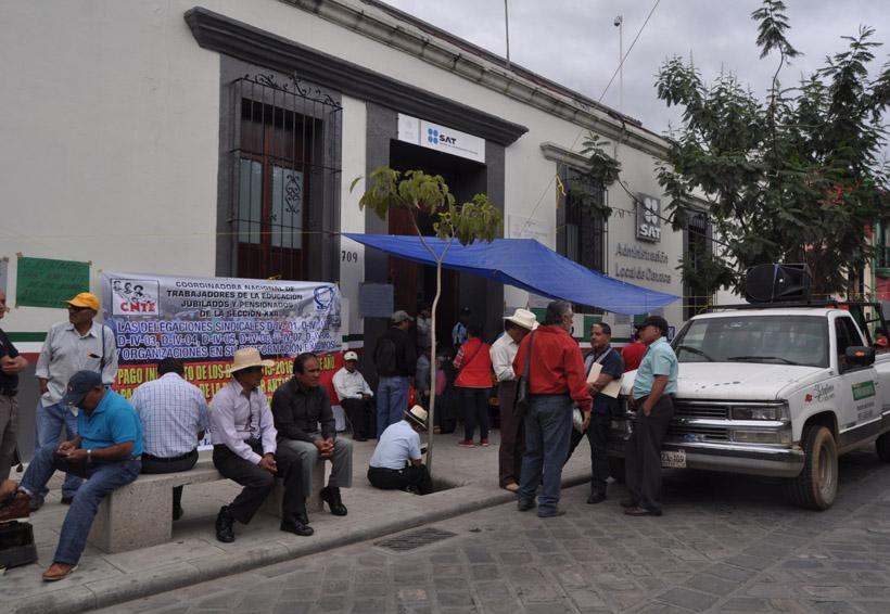 Toman jubilados y pensionados el SAT en Oaxaca | El Imparcial de Oaxaca