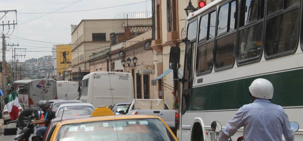 Urbaneros de Oaxaca usan calles como pista de carreras | El Imparcial de Oaxaca