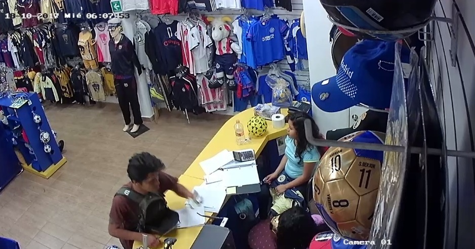Video: Roban tienda deportiva a plena luz del día en centro de Oaxaca | El Imparcial de Oaxaca