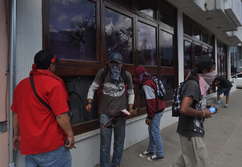 Vandaliza Sol Rojo sede de la DDHPO en Oaxaca | El Imparcial de Oaxaca