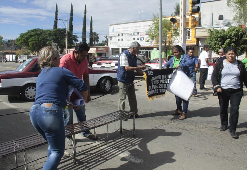 Con bloqueos, padres piden reparar escuelas en Oaxaca | El Imparcial de Oaxaca