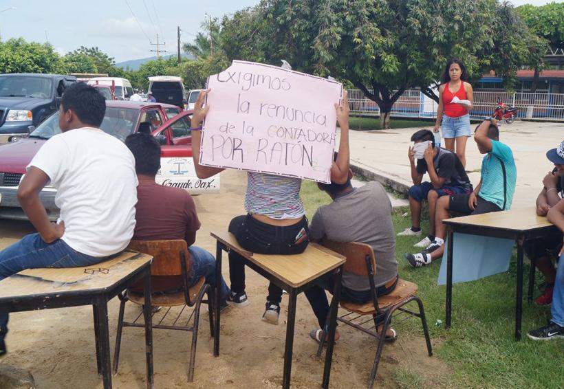 Bloquean normalistas carretera federal 200 en Oaxaca   El Imparcial de Oaxaca