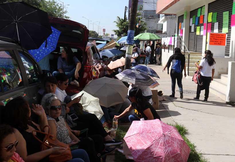 Empleados del IEBO exigen  condiciones para laborar | El Imparcial de Oaxaca