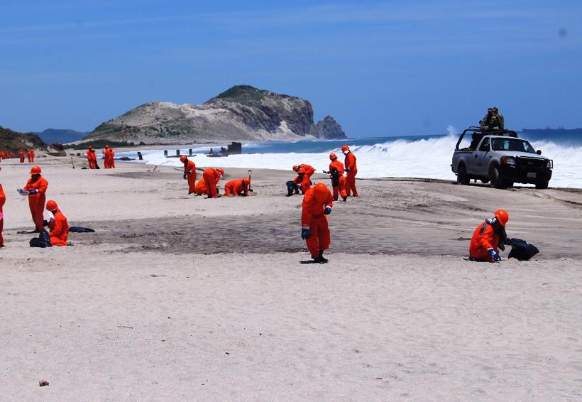 Limpian las playas de Salina Cruz de hidrocarburo | El Imparcial de Oaxaca