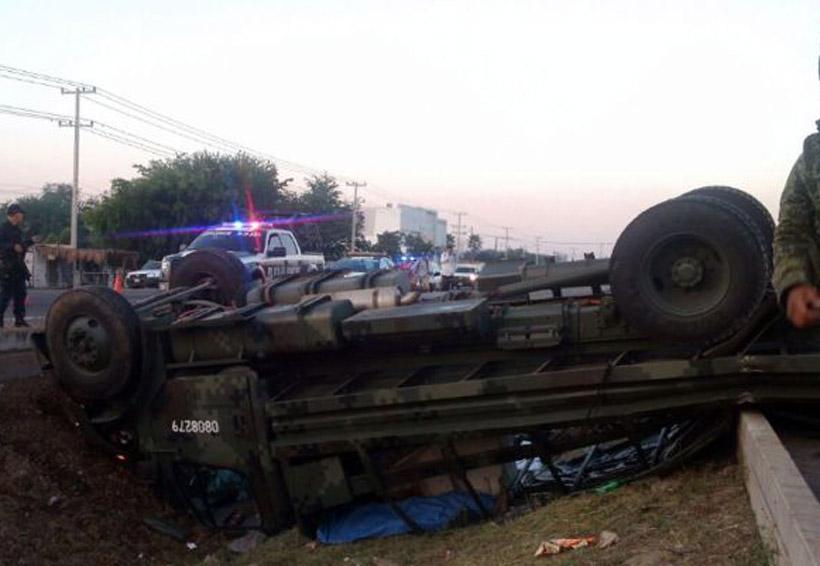 Militares sufren aparatosa volcadura | El Imparcial de Oaxaca