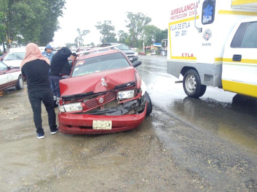Chocan taxis; dos lesionadas  en la Villa de Etla, Oaxaca | El Imparcial de Oaxaca