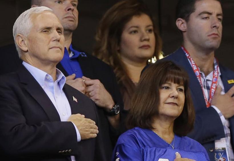 Mike Pence abandona juego de NFL tras protesta de jugadores durante himno estadounidense   El Imparcial de Oaxaca