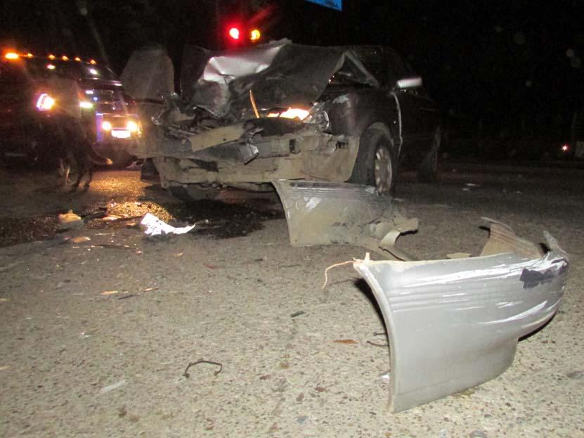 Choca auto compacto contra pipa de agua en Oaxaca | El Imparcial de Oaxaca
