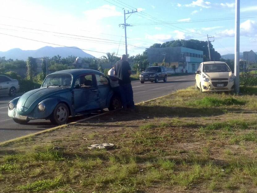 Lleva a su hijo a clase de Karate y provoca colisión en Salina Cruz, Oaxaca | El Imparcial de Oaxaca