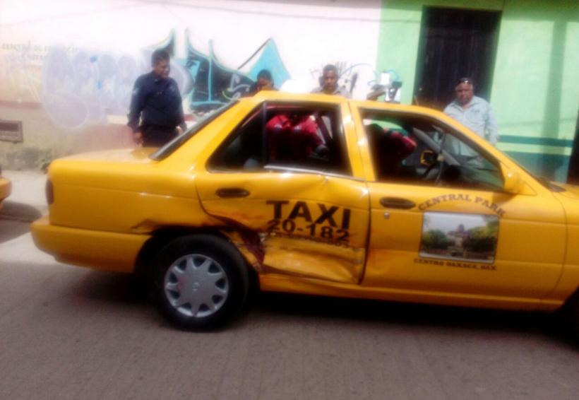 Chocan taxis en San Martín Mexicápam | El Imparcial de Oaxaca
