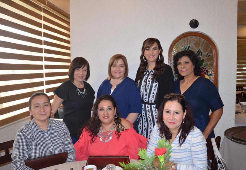 Luz del Carmen festeja con amigas | El Imparcial de Oaxaca