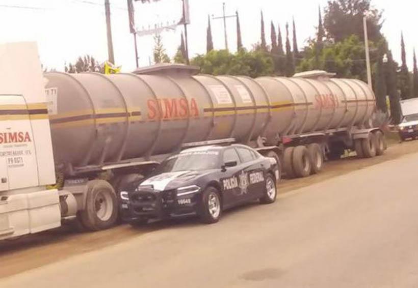 Policías aseguran más de 5 mil litros de hidrocarburo   El Imparcial de Oaxaca