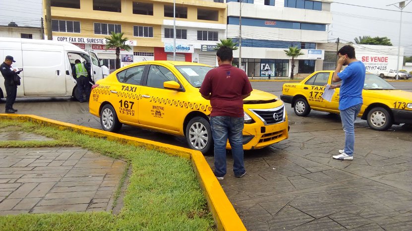 Taxi impacta una suburban al conducir a exceso de velocidad en Salina Cruz, Oaxaca | El Imparcial de Oaxaca