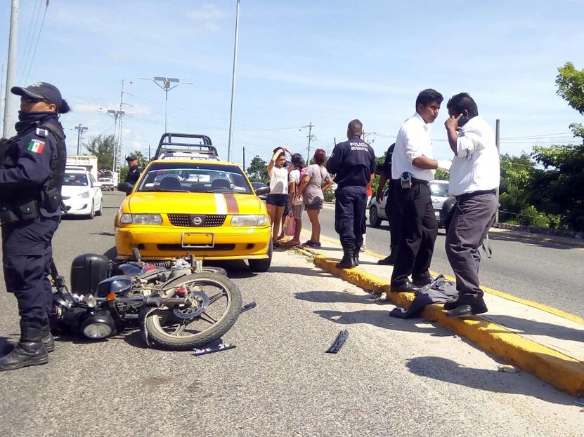 Atropella taxi a motoristas en Salina Cruz, Oaxaca   El Imparcial de Oaxaca