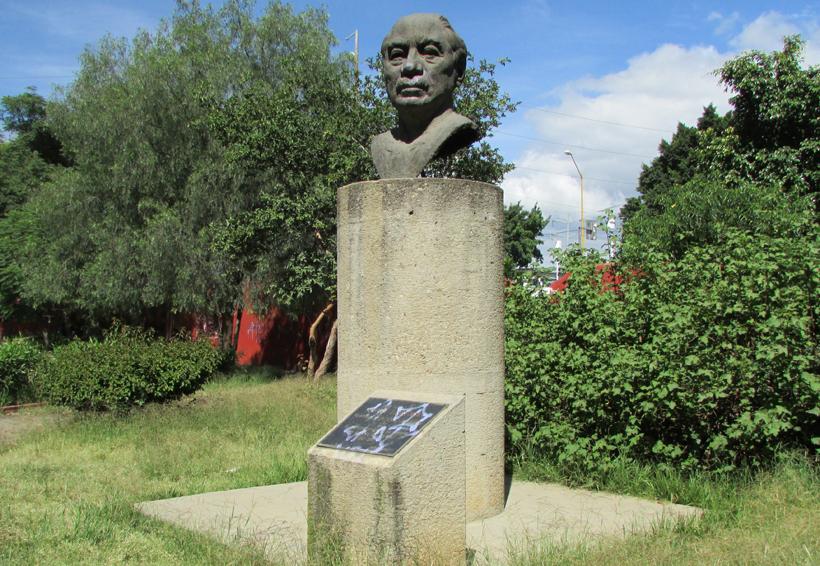 En el olvido, estatua del ilustre oaxaqueño, Andrés Henestrosa   El Imparcial de Oaxaca