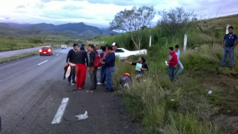Cinco lesionados en una volcadura en Ocotlán, Oaxaca | El Imparcial de Oaxaca