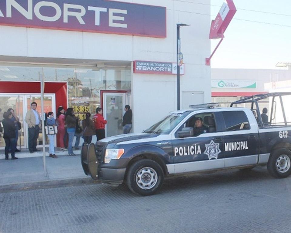 Le piden cambiar unos dólares por pesos; termina perdiendo su cartera y celular   El Imparcial de Oaxaca