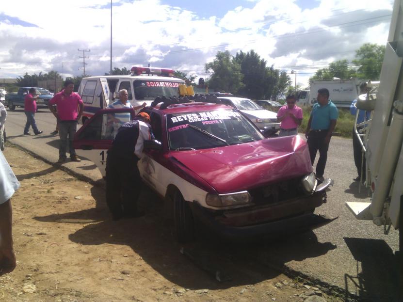 Choca taxi contra  camión de basura en San Bartolo Coyotepec, Oaxaca   El Imparcial de Oaxaca