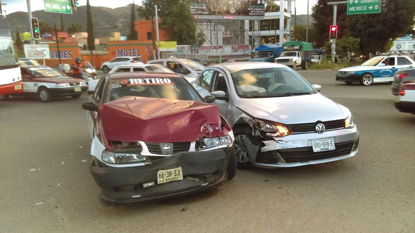 Choca taxi foráneo crucero del monumento, Oaxaca | El Imparcial de Oaxaca