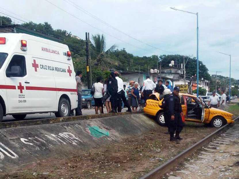 Colisionan a taxi y lo sacan del camino en Salina Cruz, Oaxaca | El Imparcial de Oaxaca
