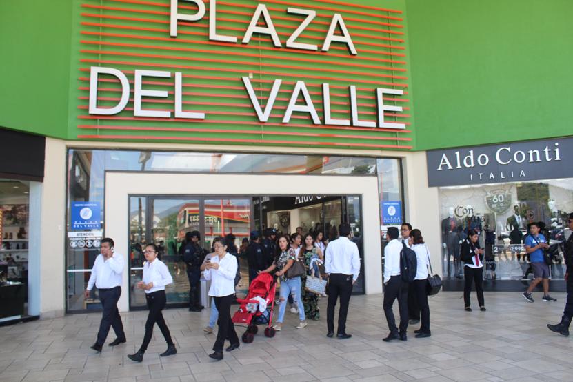 Pánico en Plaza del Valle ante amenaza de bomba | El Imparcial de Oaxaca