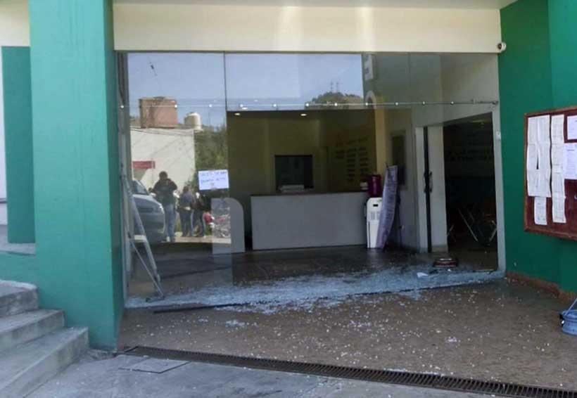 Repiten zafarrancho en asamblea de burócratas en Oaxaca | El Imparcial de Oaxaca