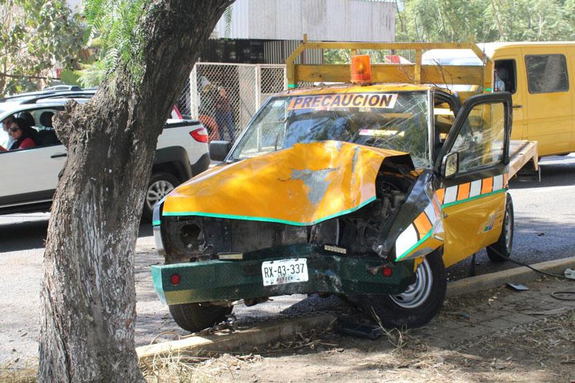 Por falla mecánica casi se mata chofer en San Agustín Yatareni   El Imparcial de Oaxaca