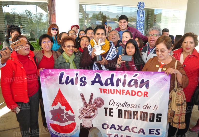 Video: Reciben con gran emoción a Luis Adrián, ganador de La Voz México 2017 | El Imparcial de Oaxaca