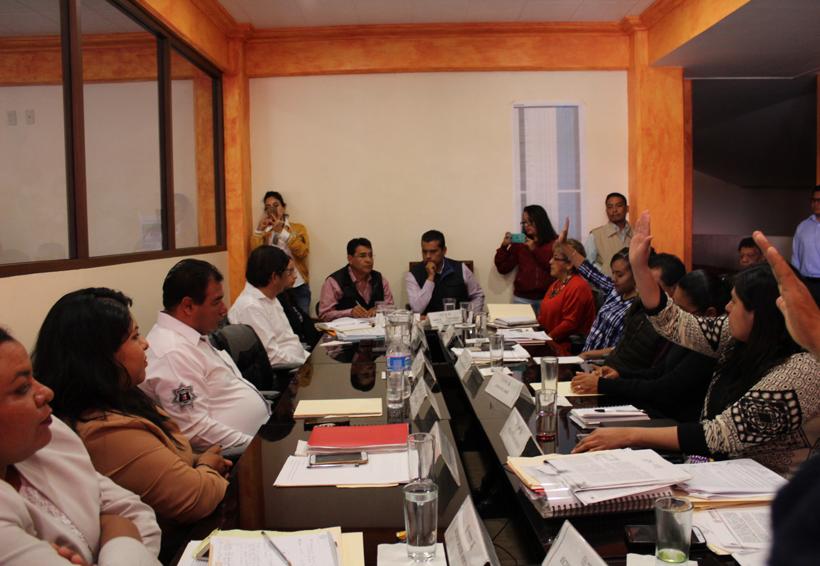 Rechazan concejales de Huajuapan de León reducir su salario | El Imparcial de Oaxaca